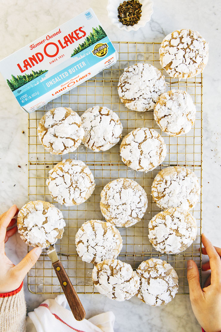 brown butter chai crinkle cookies
